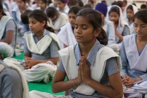o60 -Amritsar Prayer girl